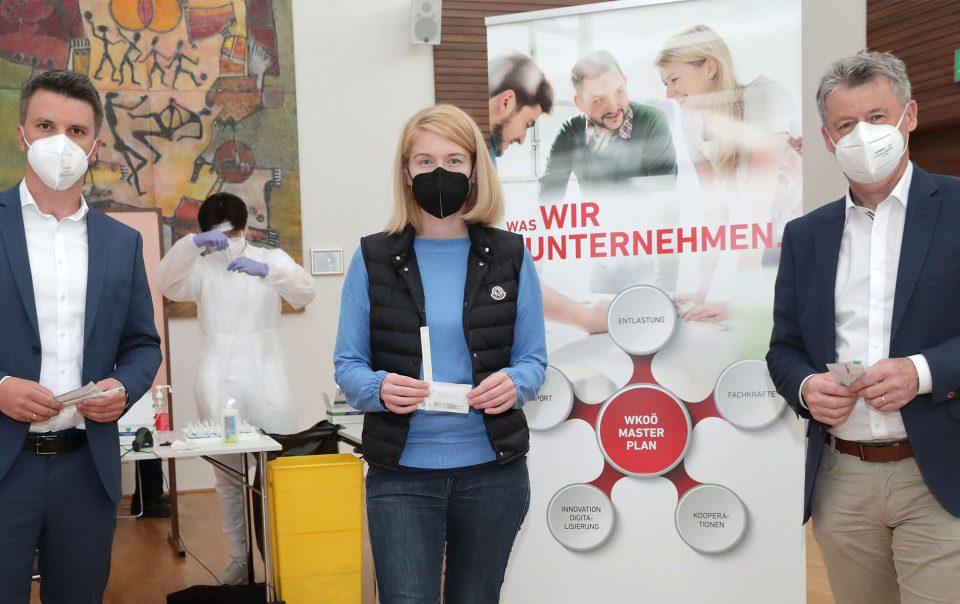 Andreas Höllinger mit Gesundheitslandesrätin Christine Haberlander und Klaus Grad